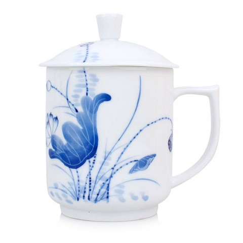 Blue and White Porcelain Mug with Cover-Lotus Pond under the Moonlight Shadow